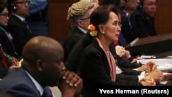 Лауреатка Нобелівської премії миру і лідерка М'янми Аун Сан Су Чжи у Міжнародному суді ООН в Гаазі, 10 грудня 2019 року
