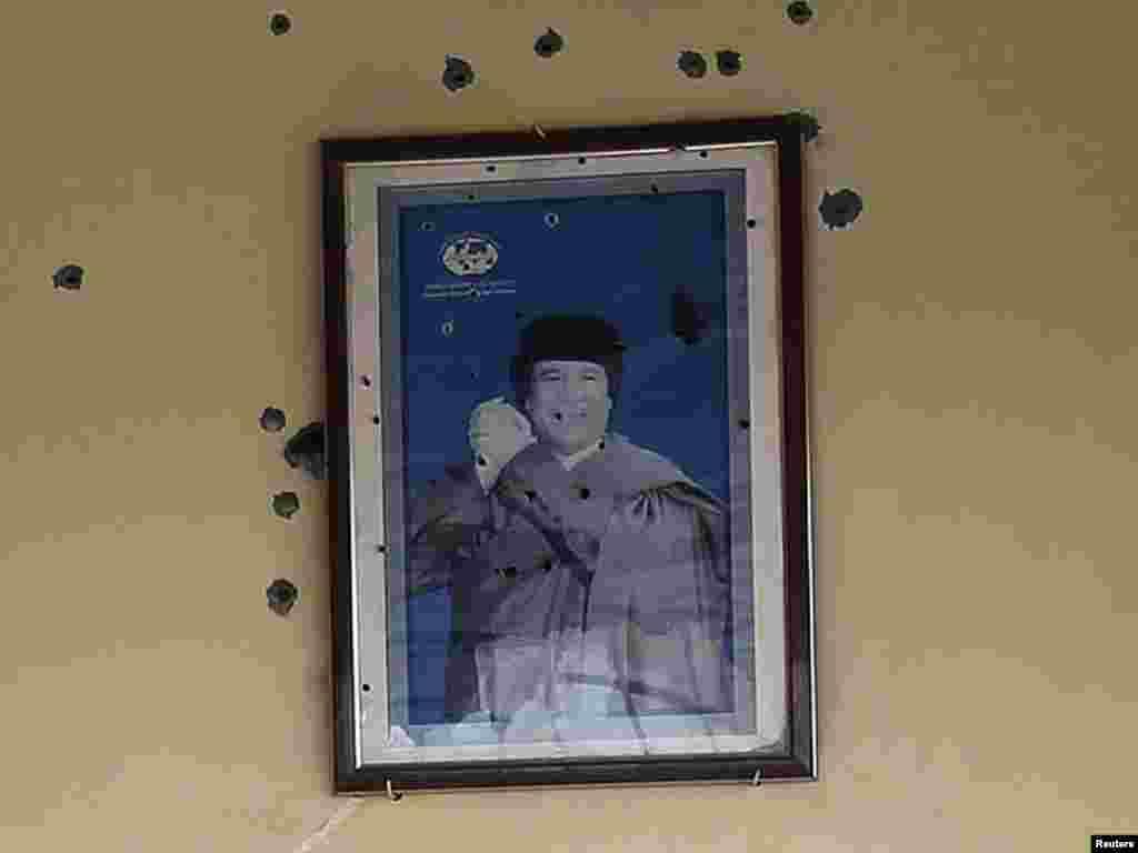 фотография Каддафи в одном из ливийских кафе