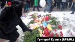 Стихийный мемориал в Новосибирске