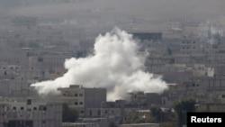 Pamje e Kobanit pas një sulmi