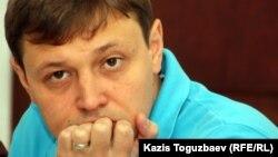 «Взгляд» оппозициялық газетінің редакторы Игорь Винявский. Алматы, 29 маусым 2011 жыл.