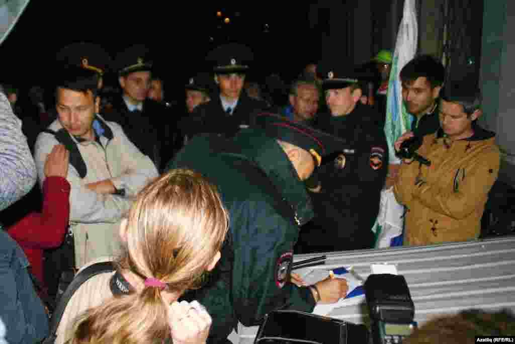 Полиция оештыручылардан протоколга кул куйдыра