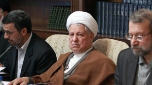 Ex-President Ali Akbar Hashemi Rafsanjani is flanked by current President Mahmud Ahmadinejad (left) and parliament speaker Ali Larijani (right).