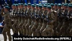 Морські піхотинці крокують Майданом Незалежності