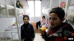 Djeca migranti u prihvatnom centru u Pirotu, ilustracija