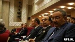 Не попавшие на конгресс активисты национального движения убеждены, что лучшие места в зале достались «свадебным генералам»