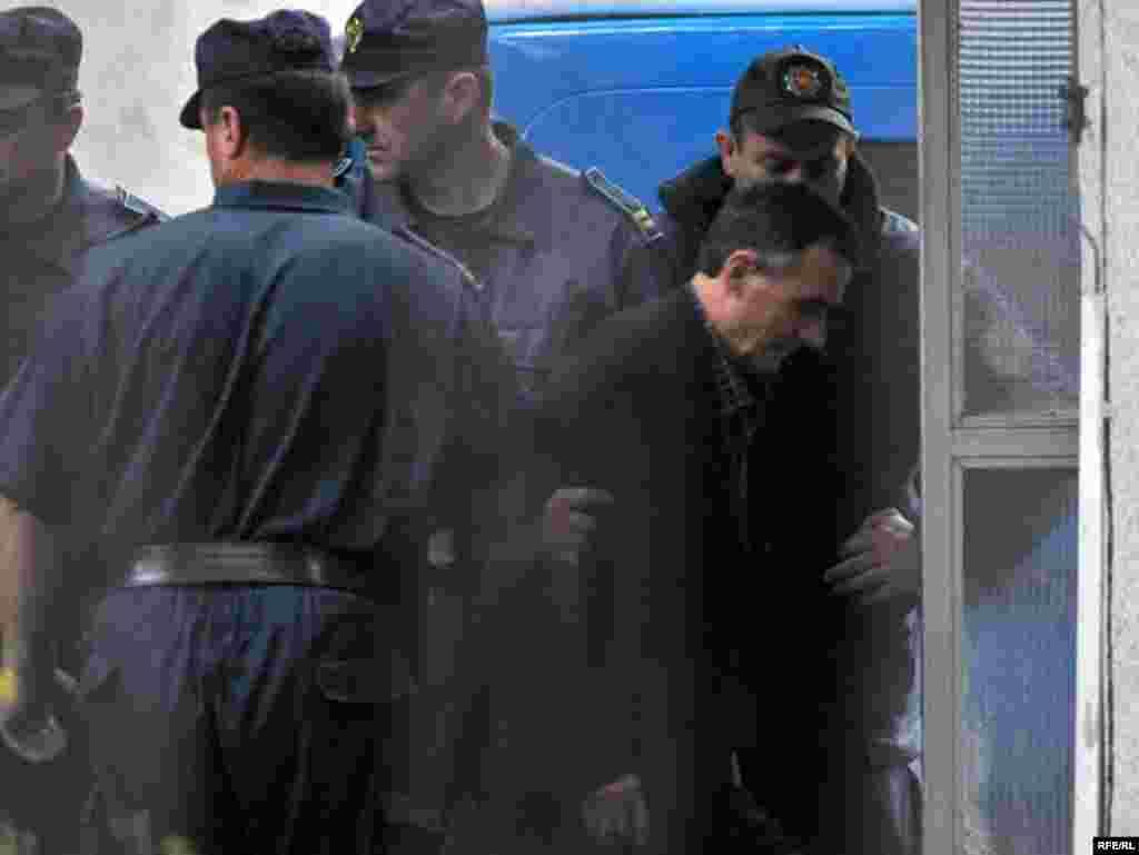 Šestorica optuženih za ratne zločine u logoru Morinj kraj Kotora proglašeni su krivim i osuđeni na ukupno 16 godina zatvora. Dolazak optuženog Bore Gligića na Viši sud u Podgorici, na izricanje presude,15.05.2010. Foto: Savo Prelević