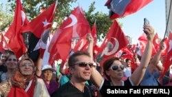 Istanbul, Turcia 2016: 24 iulie, miting pro Erdogan, selfie la miting