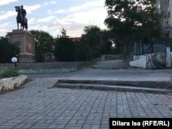 Частично отремонтированный тротуар по улице Жолан-батыра в Шымкенте. 21 сентября 2018 года.