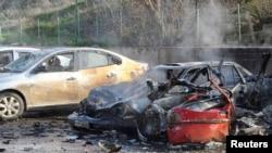 """Последствия взрыва автомобиля на турецко-сирийской границе. КПП """"Джильвегезю"""", 11 февраля 2013 года."""