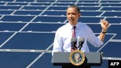 Барак Обама на фотоэлектрической электростанции в Неваде