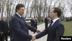 Дмитрий Медведев и Виктор Янукович в Чернобыле