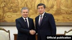 Шавкат Мирзиеев жана Сооронбай Жээнбеков.