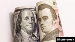 Національна валюта посилюється вже другий тиждень поспіль, ще на початку минулого тижня долар продавали за 28 гривень