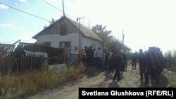 На месте сноса дома Сарсемгуль Аширбаевой в бывшем дачном массиве. Астана, 23 сентября 2014 года.