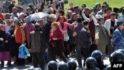 """В Киргизии в последние годы не раз было неспокойно. Но лишь немногие политики склонны связывать это с деятельностью """"политически активных"""" НКО"""