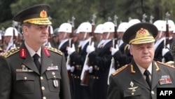 Turkey -- Turkish Chief of Staff General Ilker Basbug (L) and Azerbaijani Defense Minister General Safar Abiyev inspect a guard of honour in Ankara, 24Apr2009