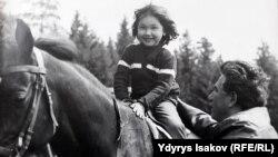 Чыңгыз Айтматов кызы Ширин менен.