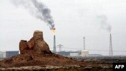 غاز يحترق في مصفى نفط الشعيبة - البصرة