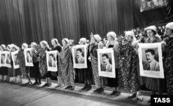 Работницы Трехгорной мануфактуры на заседании, посвященном Международному женскому дню, 1935 год