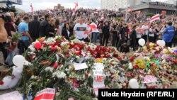 Акцыя разьвітаньня з загінулым Аляксандрам Тарайкоўскім, Менск. 15 жніўня.