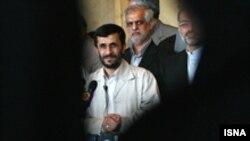 محمود احمدی نژاد وزيران صنايع و نفت را از مقام های خود برکنار کرد