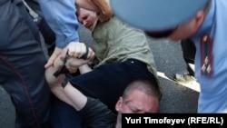 Сергея Удальцова задержали почти сразу после появления на площади.