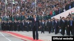 Тәжікстан президенті Эмомали Рахмон сайлау науқаны ел аралап жүр. Тәжікстан, Куляб қаласы, 29 қазан 2013 жыл.