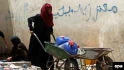جنگ در یمن باعث از بین رفتن زیر ساختهای اقتصادی این کشور فقیر شده است (عکس از آرشیو)