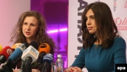 Pussy Riot members Nadezhda Tolokonnikova (right) and Maria Alyokhina at a Moscow news conference on December 27.