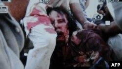 Ряд телеканалов обнародовали фотографии тела человека, похожего на свергнутого диктатора