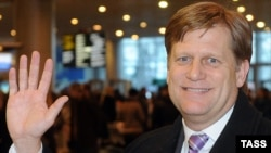 Ambasadorul Michael McFaul la sosirea sa la Moscova