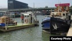 قایق فروش محصولات ارگانیک در رود سن پاریس