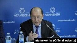 Ислам Абишев в бытность председателем комитета по водным ресурсам министерства сельского хозяйства Казахстана.