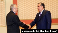 Tajik President Emomali Rahmon meets U.S. diplomat Richard Hoagland in Dushanbe on February 24.