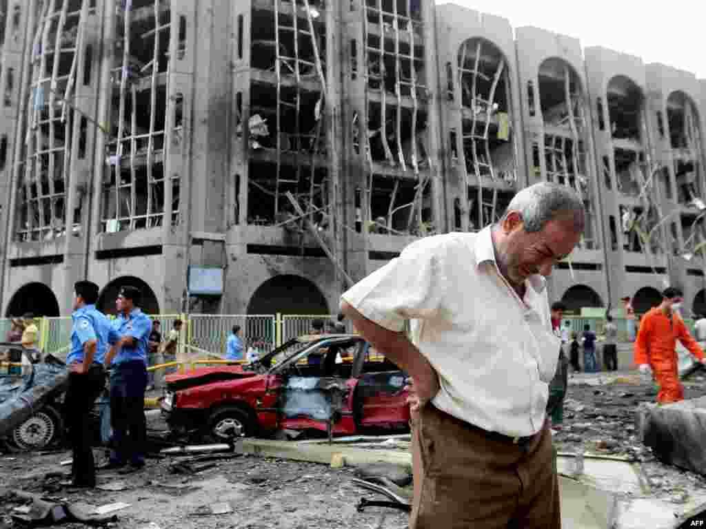 Irak - Bomba - Duple auto-eksplozije ispred Ministarstva pravde u Baghdadu ubile su najmanje 90 ljudi, 600 je ranjeno.