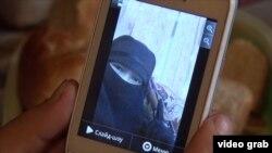 Сирияда жүрүп, сиңдисин чакырган кыргызстандык аял