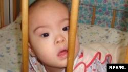 Малыш, оставленный в одном из детских домов. Иллюстративное фото.