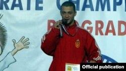 Каратистот Жарко Арсовски.
