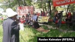 Митинг сторонников арестованного кыргызского оппозиционного политика Омурбека Текебаева. Базар-Коргонский район Джалал-Абадской области, 4 мая 2017 года.