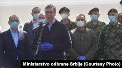 Predsednik Srbije Aleksandar Vučić na otvaranju bolnice za lečenje obolelih od COVID-19 u Vojnomedicinskom centru Karaburma u Beogradu, 23. april 2020.