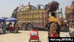 شماری از افغان های که تازه به کشور شان برگشته اند.