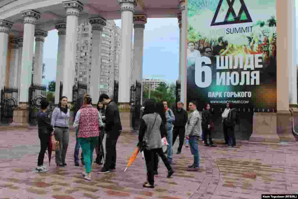 Встреча представителей диаспоры крымских татар в Центральном парке отдыха в Алматы для проведения памятных мероприятий в память о жертвах насильственного выселения из Крыма.