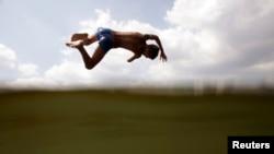 Прыжок в прохладную воду