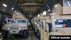 АКШнын чопкуттуу Humvee аскердик машинелери.