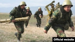 Nagorno-Karabakh -- Soldiers hold military exercises.