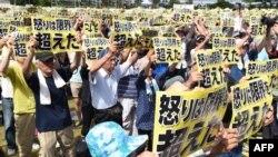 Протесты против американской военной базы на Окинаве