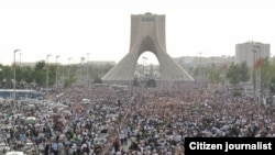 """""""If you want to arrest the reporters of Radio Farda, you should put 70 million Iranians in jail."""" [Photo from silent protest in support of defeated presidential candidate Mir Hossein Musavi, June 2009]"""