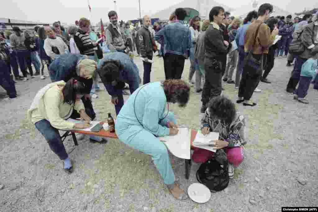 Немцы из Восточной Германии (ГДР) прибывают в лагерь беженцев в Пассау, ФРГ