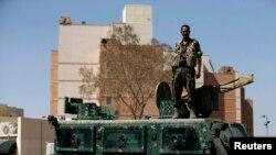 Охрана около посольства США в столице Йемена – Сане